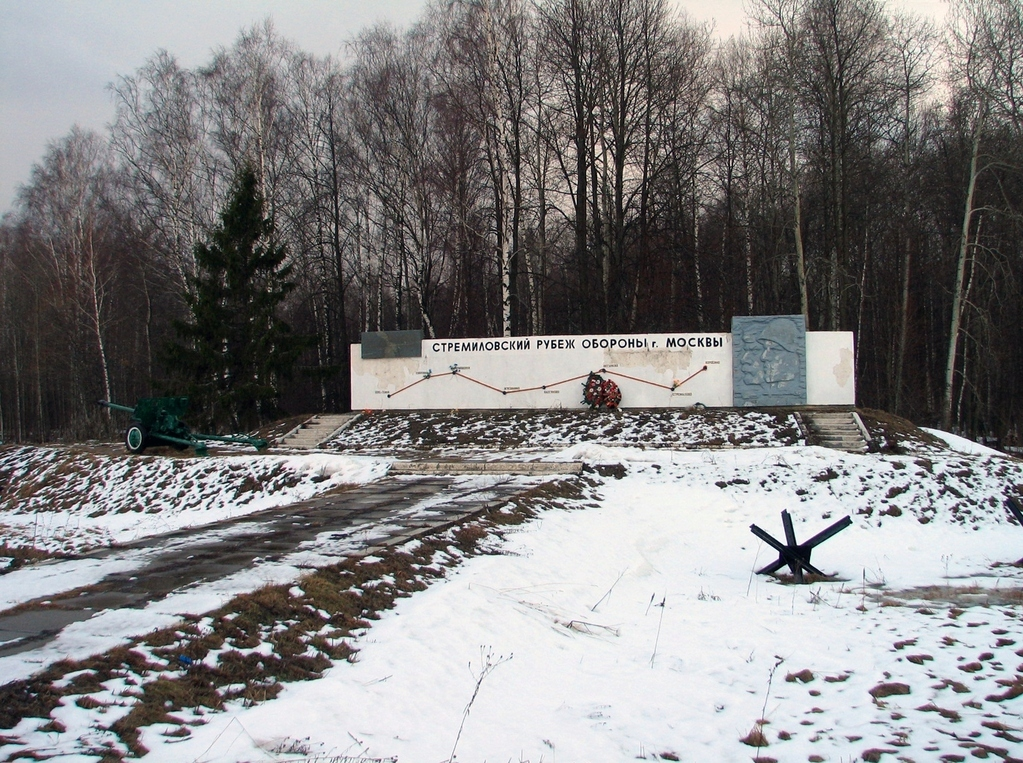 Надпись на мемориале: Спас-темня-Дубровка-Кармашовка-Муковнино-Бегичево-Стремилово-Хоросино