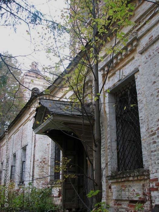 Фрагмент фасада церкви Положения Ризы Богоматери.