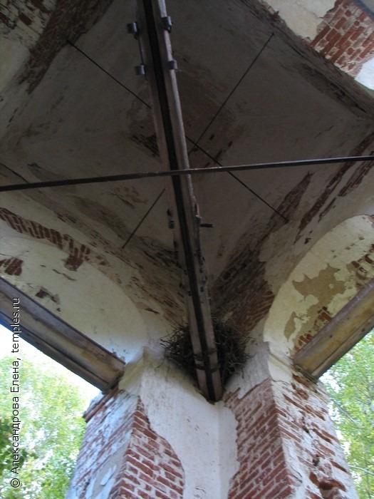Колокольня Казанской церкви д. Заболотье Чухломского района Костромской области. Осень 2009.