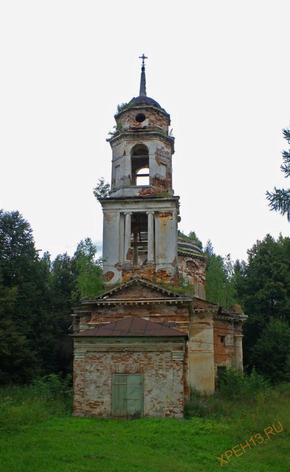 Церковь Спаса Нерукотворного Образа в Ивановском-Ермолаевых, 1804. Возведена предположительно по проекту архитектора Львова. В 1937 году церковь была закрыта и использовалась как склад для хранения удобрений.