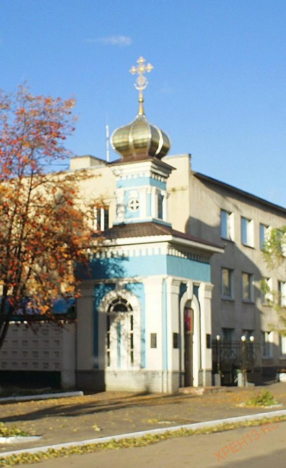 Часовня Михаила Архангела при УВД, поставлена в память погибших в Чечне милиционеров.