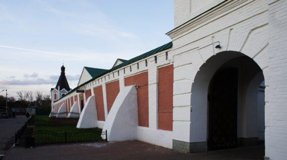 Часовня святителя Николая Чудотворца, возведена в 1807-1811 годах при строительстве монастырской стены.