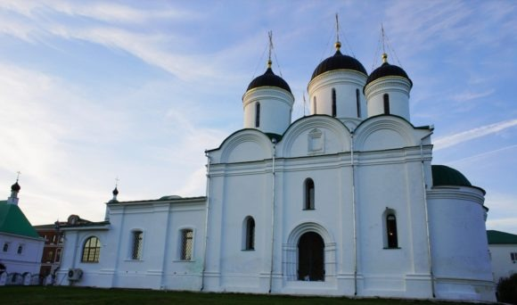 Спасо-Преображенский собор был возведен к 1560-м годам. В конце XIX века потребовался его капитальный ремонт, на это время были запрещены богослужения в соборе. Еще один капитальный ремонт случился после возвращения монастыря церкви в 1996 году.