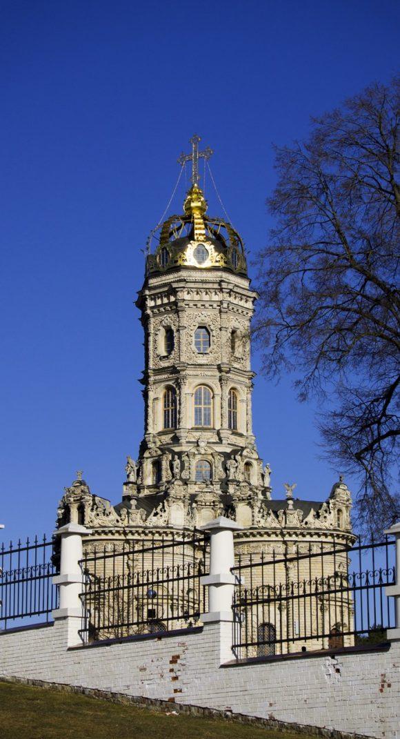 Московская область, г. Подольск, усадьба Дубровицы, Знаменская церковь. Весна 2014.