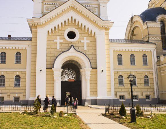 Вход в монастырь.