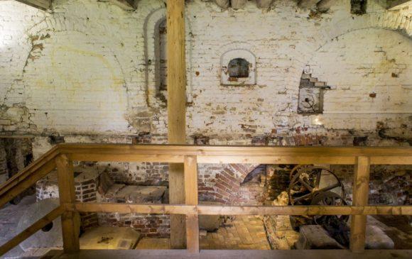 Внутри мельницы.