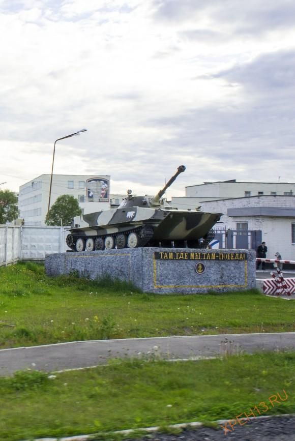 "Памятник ПТ-76Б с надписью: ""Там, где мы, там - победа!"""