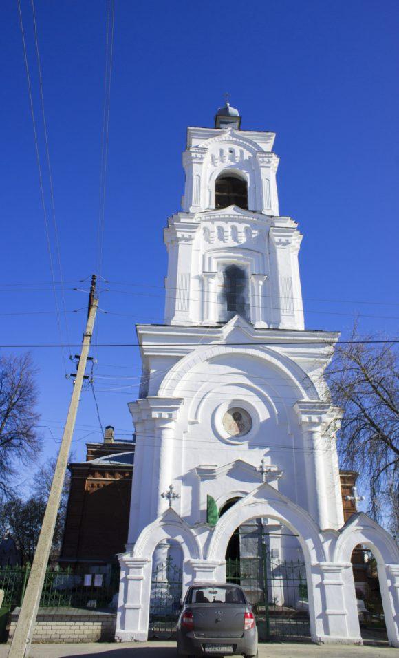 Колокольня собора Дмитрия Ростовского в Кадоме.