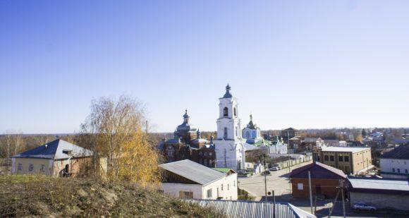 Исторический центр, от которого мы поднимались на холм - площадь Красной армии, на которой расположен собор и женский монастырь.