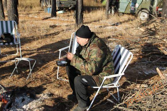 Игорь (Путешественник) путешествовал и спал в тентованном Хантере, я думаю, что мерз он сильно и постоянно, но ни разу в этом не признался.