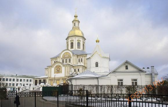 Собор Благовещения Пресвятой Богородицы. Строительство началось в 2012 году в восточной части монастыря, на территории Святой Канавки, в соответствии с пророчествами прп. Серафима Саровского.