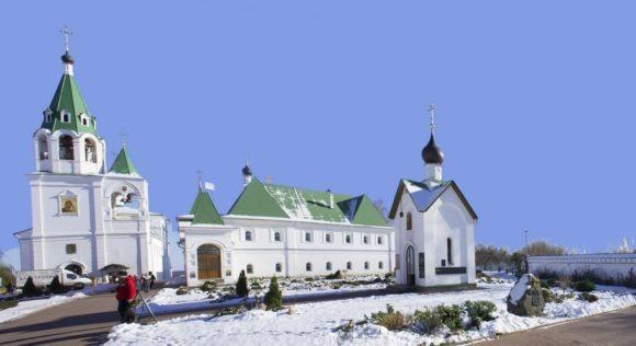 Панорама монастыря, на переднем плане Часовня великомученика Георгия Победоносца, 2001-2002.