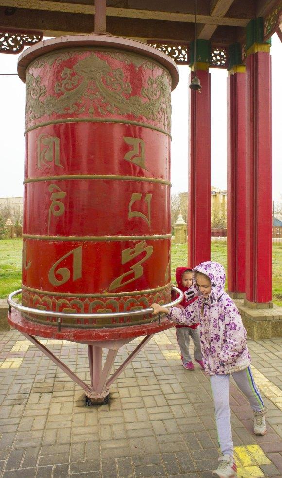 г. Элиста, респ. Калмыкия. Хурул Золотая обитель Будды Шакьямуни. Весна 2015.