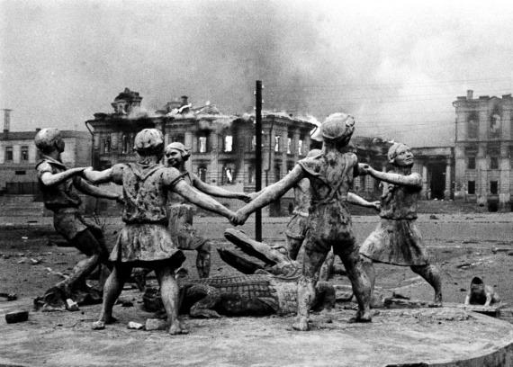 23 августа 1942 года в Сталинграде. Фото Эмануила Евзерихина.