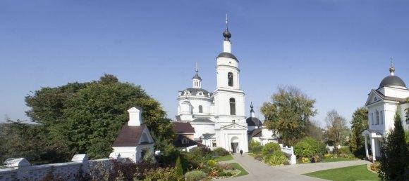 Калужская обл., г. Малоярославец, ул. Кутузова, 2. Осень 2015.