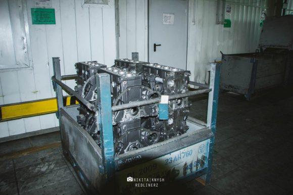 складированы блоки цилиндров для двигателя ЗМЗ 40905.10