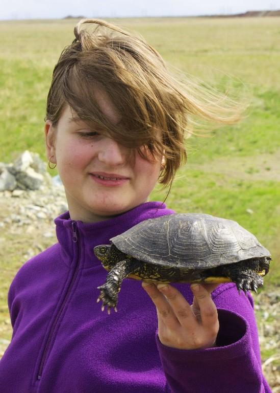 Уля с черепахой, которая шипела и пыталась ее поцарапать.