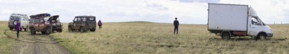 Когда до твердого грунта оставалось совсем чуть-чуть, обнаружили сидящую газель, пришлось спасать.