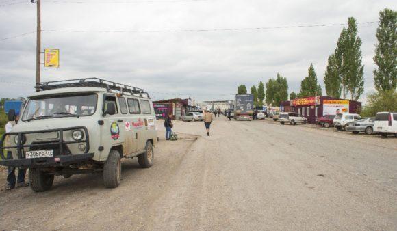 Киргизия. Страховка на машину тут не нужна, курс рубля к сому 1:1. Мне уже нравится эта страна!