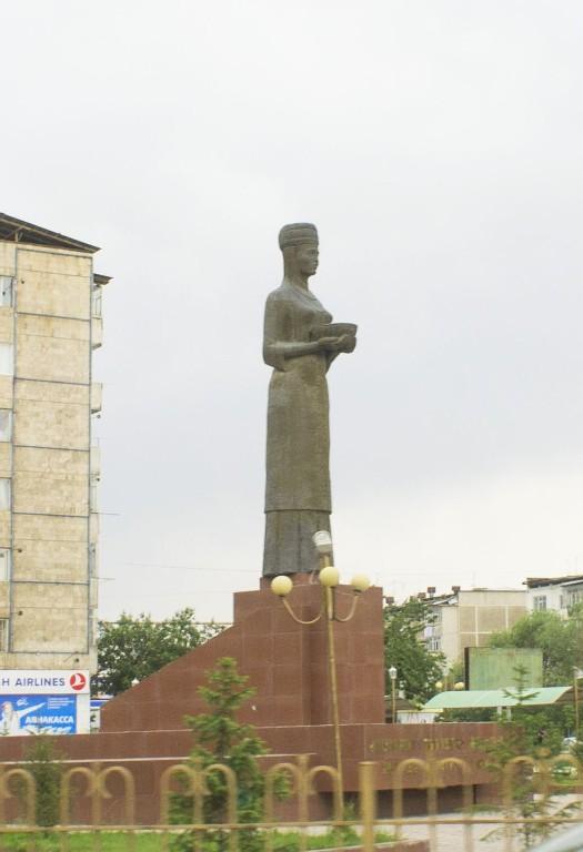 монумента Каныкей в одноименном сквере