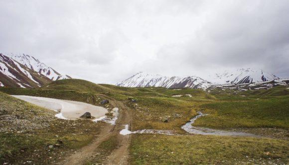 И начали, плутая по грунтовкам, подниматься в горы.