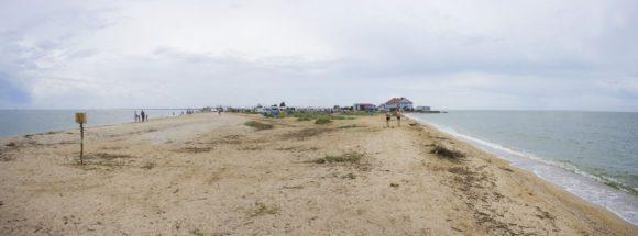а Таганрогский залив от Азовского моря