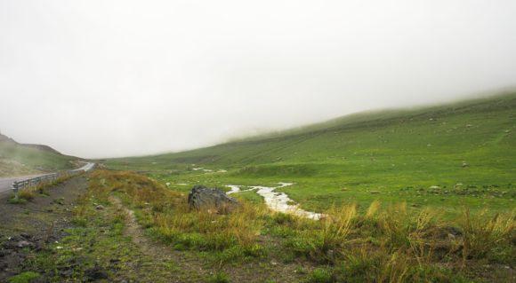 Горы, реки, ручьи, камни, а главное, все это яркое и сочное.