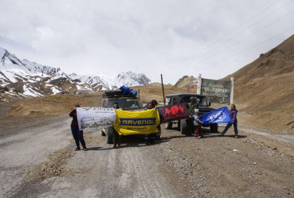 Таджикистан. Горно-Бадахшанская автономная область. Памирский тракт. Перевал Ак-Байтал. Весна 2016.