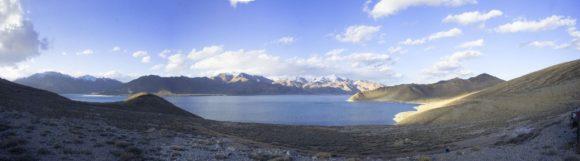 Таджикистан. Го́рно-Бадахшанская автономная область. Памирский тракт. Озеро Яшилькуль. Весна 2016.