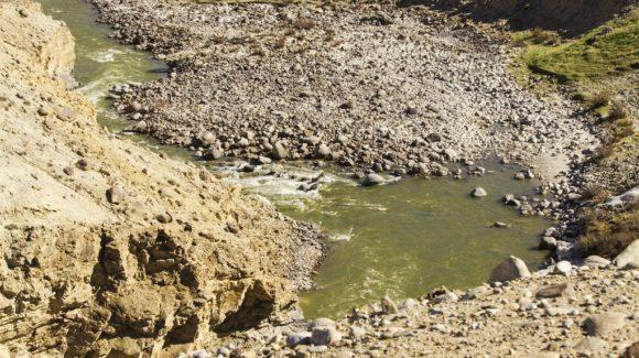 Слева тянулась река Памир.