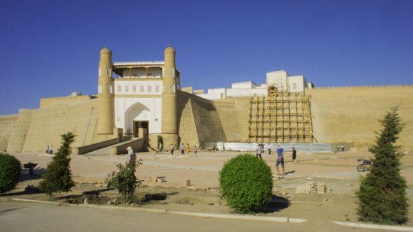 Все сохранившиеся здания относятся к периодам правления узбекских династий Аштарханидов (XVII в.) и Мангытов (XVIII—XX вв.). Парадный въезд в цитадель архитектурно обрамлен двумя башнями.
