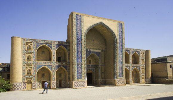 Медресе Улугбека(1417 г.) – единственное строение такого масштаба, сохранившееся в Бухаре со времен правления династии Тимуридов.