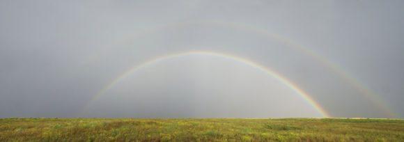 Через пару часов дождь прекратился, в стороне показалась радуга, даже 2!