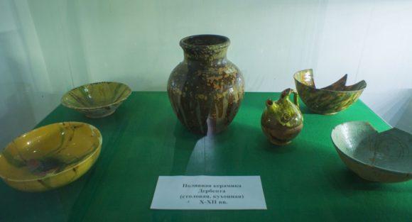 Поливная керамика Дербента (столовая, кухонная) 10-12 вв.