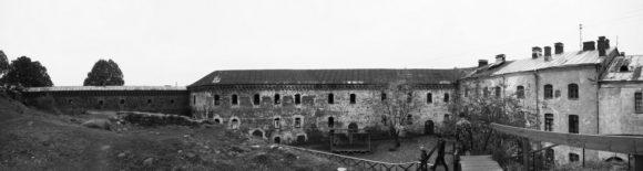 Кузнечный двор — самая высокая по отношению к уровню моря часть Замкового острова.