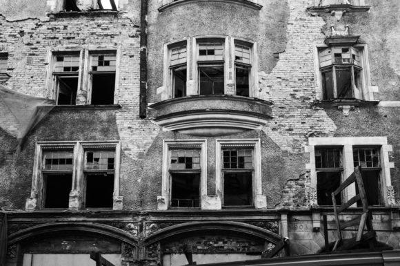 Великую Отечественную войны здание дома Ховинга не пострадало и до конца 1980-х использовалось как жилое. Но за почти полувековую эксплуатацию его не ремонтировали, он оказался в аварийном состоянии и жильцов выселили. В 2009 году здание, к тому моменту уже пришедшее в неудовлетворительное состояние, было серьезно повреждено пожаром. Тем не менее постройка по-прежнему является памятником архитектуры регионального значения.