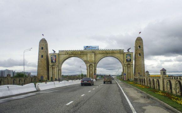 Въезжаем в город Грозный.