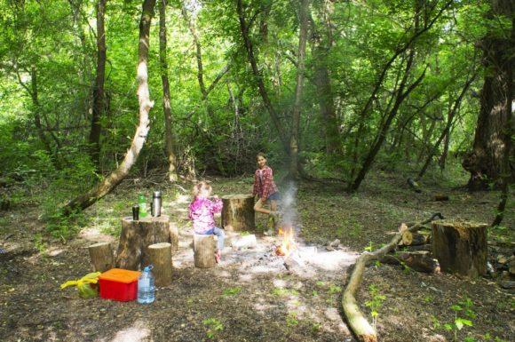 Встали мы в совершенно сказочном месте - в лесу под городом Богучар.