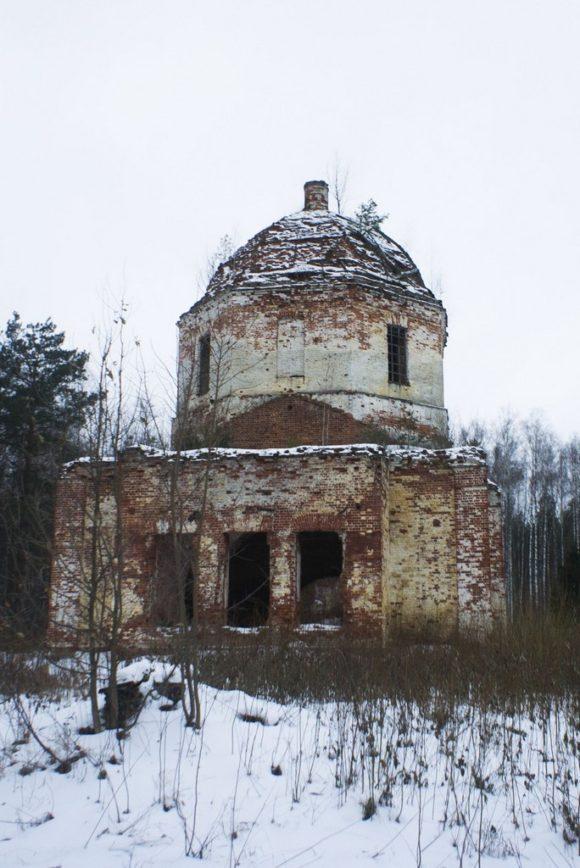 А вот и первая церковь - Рождества Пресвятой Богородицы на Пустопольском погосте.