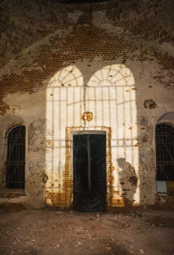 Закрыта в кон. 1930-х, колокольня сломана. В настоящее время заброшена, в тяжелом состоянии, стоит вдали от жилья. ПримечанияСело Илкодино выселено в 1953 при расширении артиллерийского полигона.