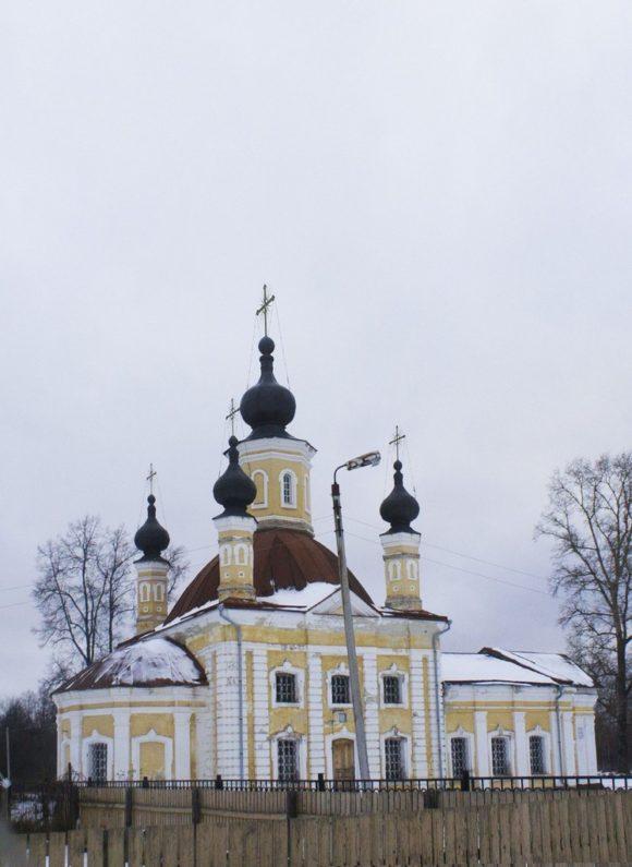 В 1917 г. имение Андреевское было национализировано. В храме Андрея Первозванного был организован клуб, а затем он использовался как гараж.