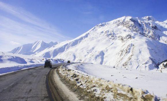 Незаметно переваливаем Главный Кавказский хребет.