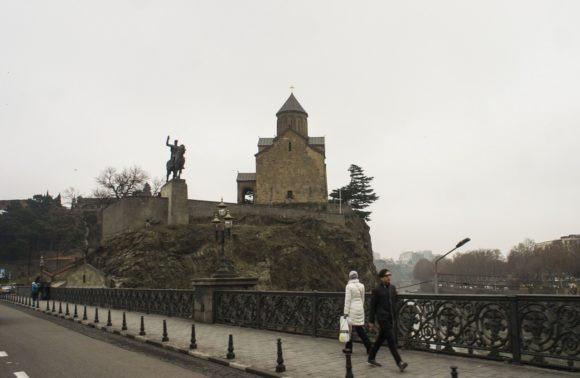 Мост Метехи (груз. მეტეხის ხიდი) — мост через реку Кура в Тбилиси. Без учёта реконструкций — старейший мост города.Площадь Вахтанга Горгасали