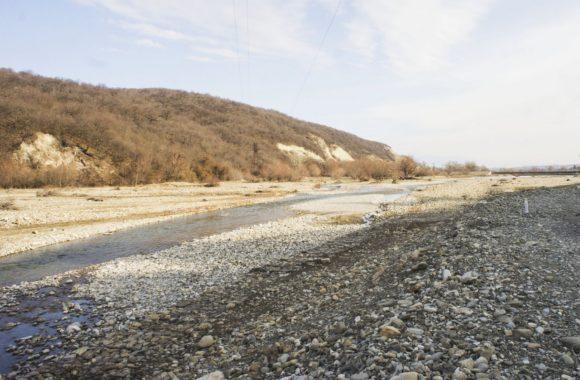 Сначала едем вдоль реки Илто.