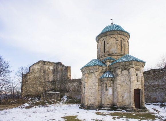 Безусловной доминантой крепости является церковь Кветера, построенная в 10 веке.