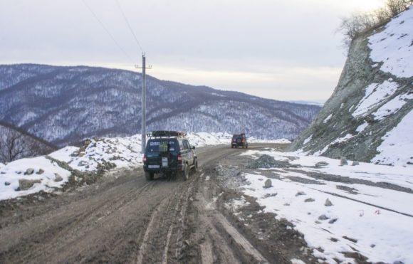 Влезаем на высоту 1170 метров и вскоре выезжаем на Военно-Грузинскую дорогу.