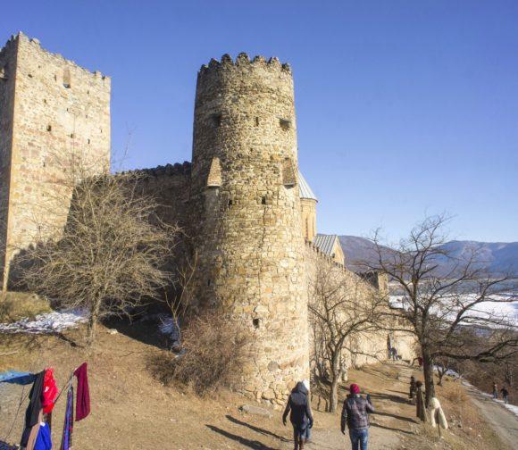 Крепость относится к ранней феодальной эпохе и служила форпостом обороны, перекрывая дорогу, ведущую из Дарьяльского ущелья.