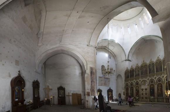 Внутри Успенской церкви.