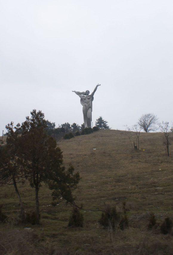При подъезде к городу Иджевану нас встречает Майр Айастан - Мать Армения.