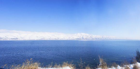 Озеро Севан находится на высоте 1900 метров.